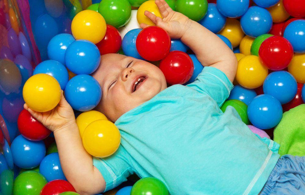 Les 4 critères à prendre en compte lors de l'achat d'un jouet pour un bébé