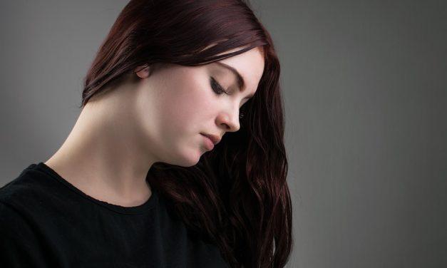 Conseils et solutions naturelles pour lutter contre la perte de cheveux
