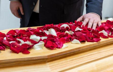 Les moyens efficaces pour organiser les obsèques d'un proche